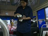 バスの係員